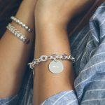 Bracelet grosse maille ovale et plate, médaille à graver